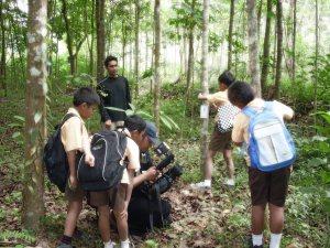 """Menyadarkan anak-anak sejak dini, akan pentingnya melestarikan lingkungan hidup"""